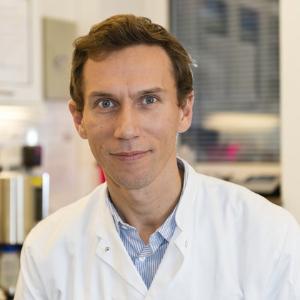 Dr Ole Sogaard speaking at World Antiviral Congress