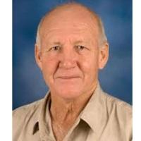 Dr. Tom Spencer (BVSc (Pret), BComm (Unisa), MMedVet (Suil)(Pret))